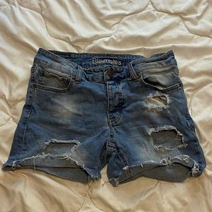 Bluenotes Tom boy jean shorts, size 27.